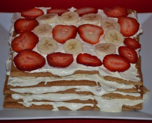 icebox cake  bananas and straw. on top cool whip