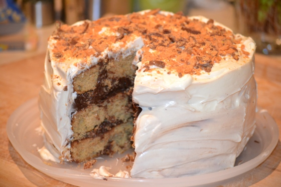 Chocolate + Peanut Butter + Cream Cheese + Butterfinger = Awesome Cake ...
