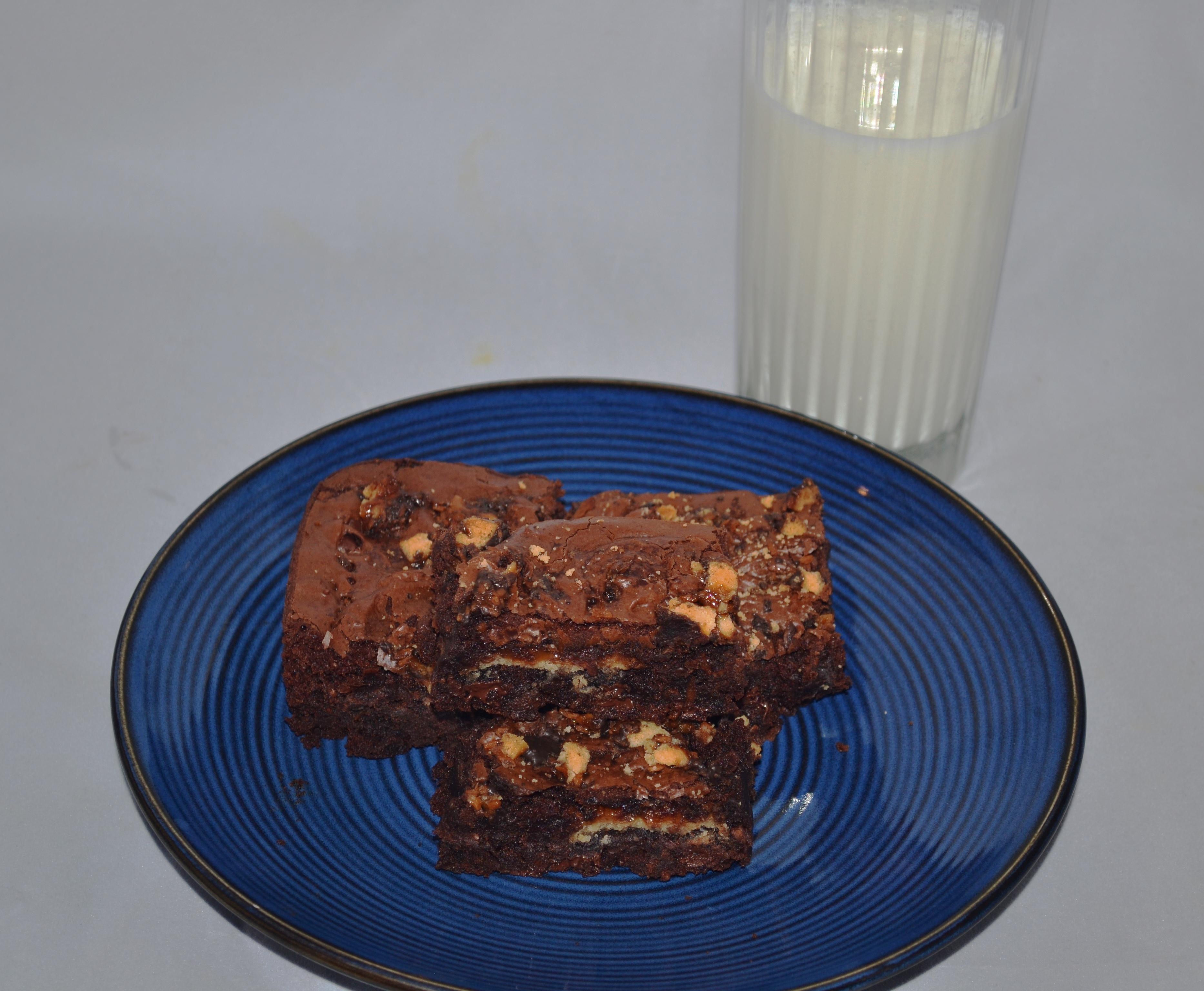 cookie brownies and milk