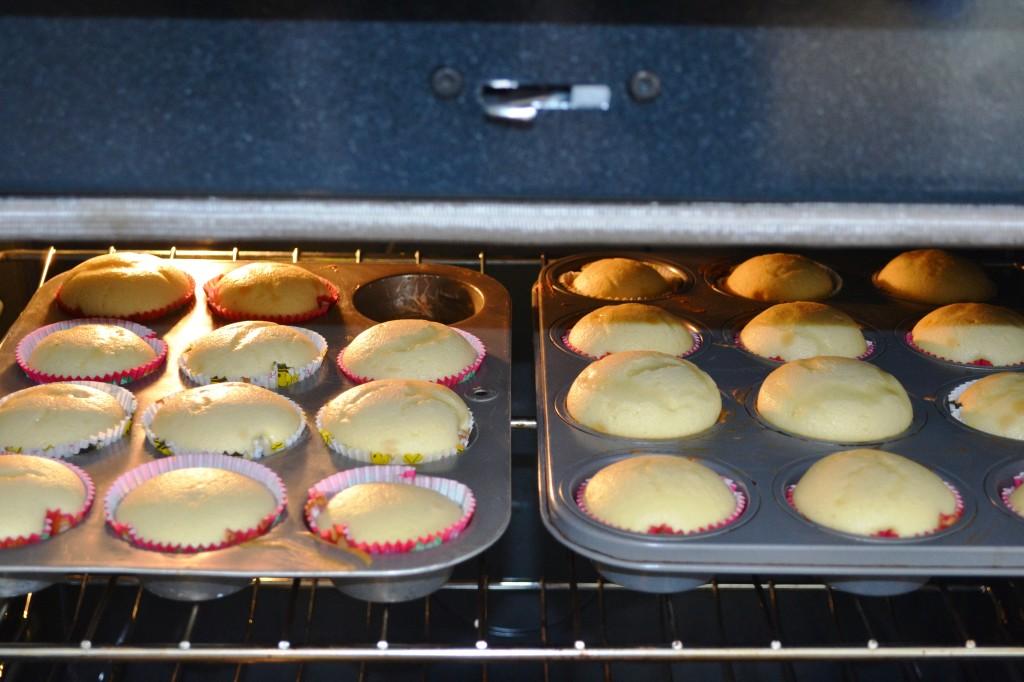 cupcakes baking