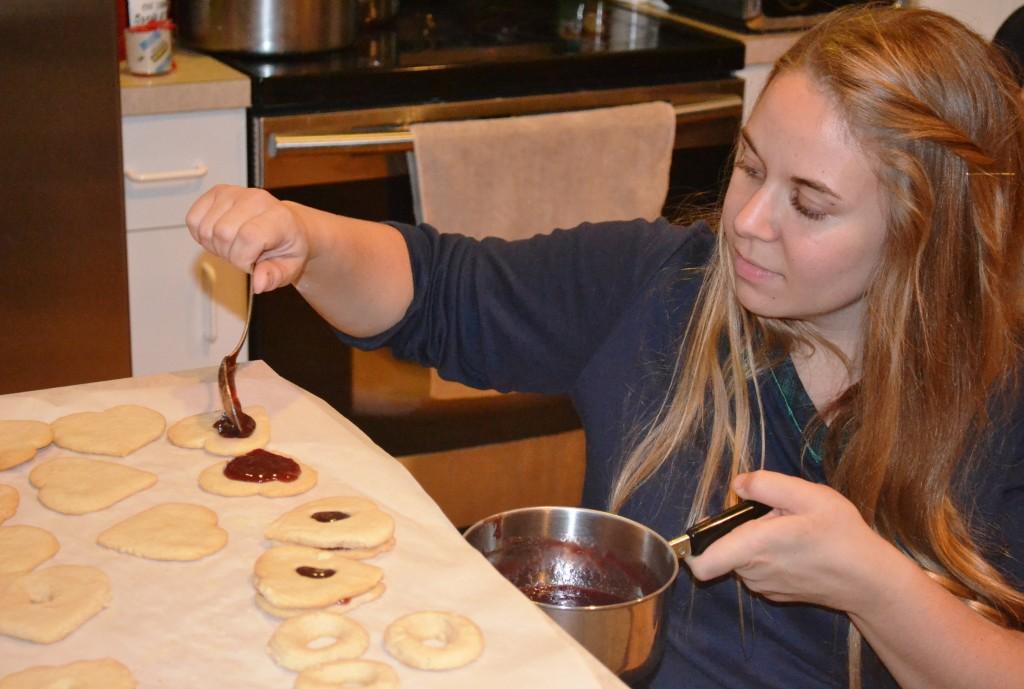 Elle making cookies